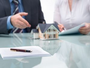 Сделки по недвижимости во всем мире сократились