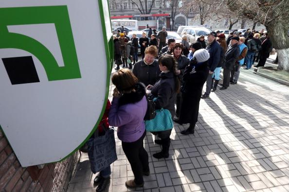 Оккупанты продают офисы ПриватБанка в Крыму