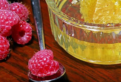 ягоды и мед